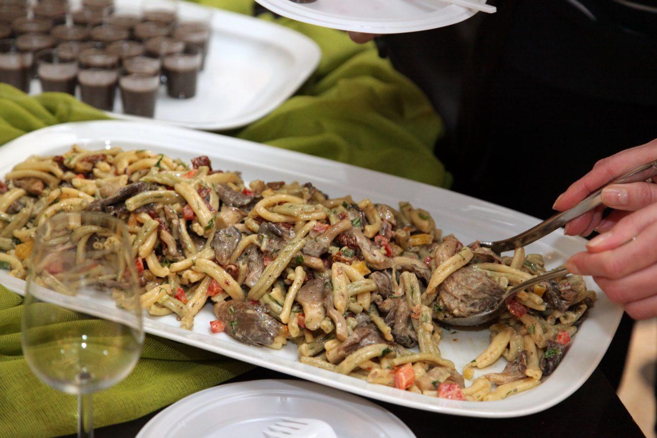 Στριφτάρια με Μανιτάρια, Κρητικό Αθόγαλο & Λαχανικά