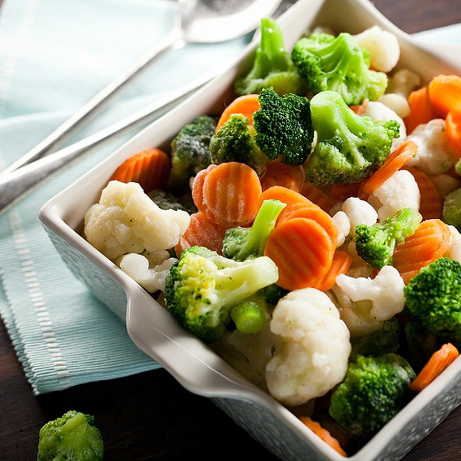 Σαλάτα με Τραγανά Λαχανικά και Dressing Μελιού