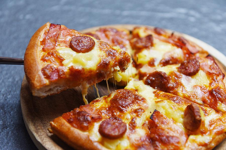 Πίτσα με Χειροποίητο Λουκάνικο