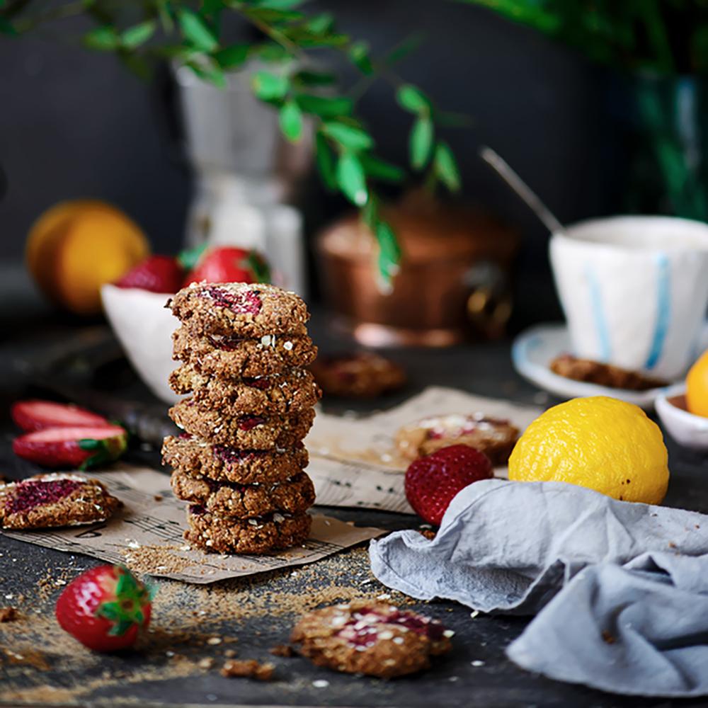 Cookies με Καρύδα, Βούτυρο Αμυγδάλου και Φράουλες